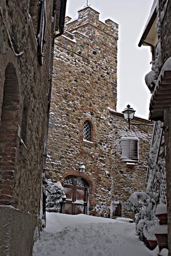 Orciatico,La torre sotto la neve - ORCIATICO - inserita il 02-Feb-12