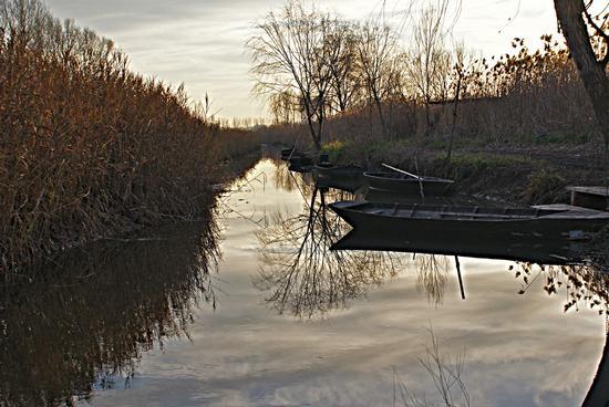 Barchini sul canale - CASTELMARTINI - inserita il 16-Jan-12