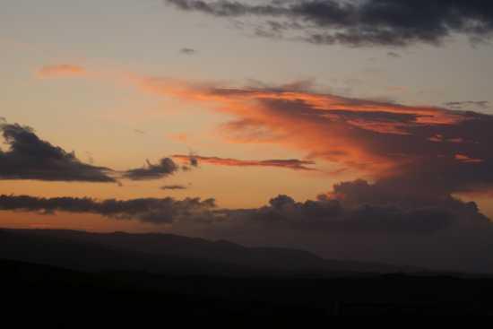 Cielo rosso - Volterra (3037 clic)