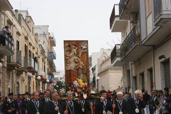 PROCESSIONE 25 APRILE 2011 DETTA  - Turi (1483 clic)