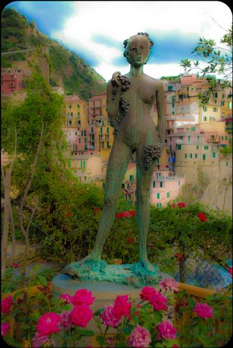 La donna dell'uva - Manarola (3254 clic)