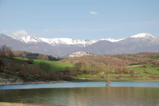 Trivigliano, lago di Canterno, monti Ernici-Simbruini. - Fiuggi (3347 clic)