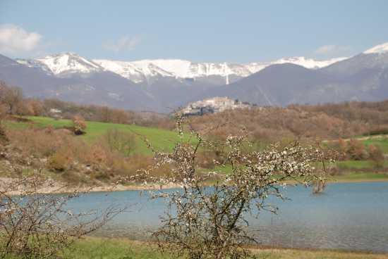 Primavera sul lago. - Fiuggi (1868 clic)