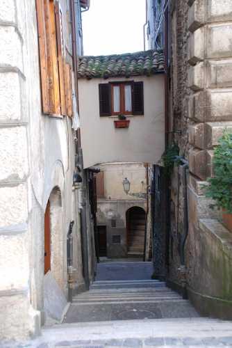 Vicolo nel centro storico di Fiuggi. (2297 clic)