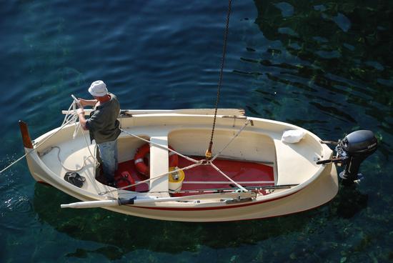 Un uomo e la sua barca.  - Manarola (2291 clic)
