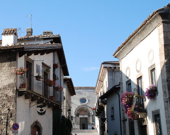 Pescocostanzo. In fondo, la Collegiata di Santa Maria del Colle. (2015 clic)