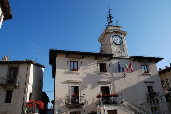 Pescocostanzo. Il Palazzo Comunale. - PESCOCOSTANZO - inserita il 01-Nov-10