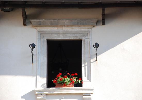 Finestra del Palazzo Cumunale. - PESCOCOSTANZO - inserita il 01-Nov-10