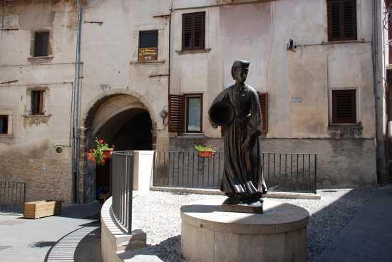 Donna Scannese - Scanno (2208 clic)