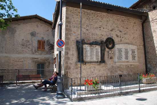 Turisti - Scanno (2087 clic)