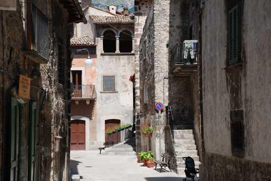 Ambiente urbano - Scanno (2596 clic)