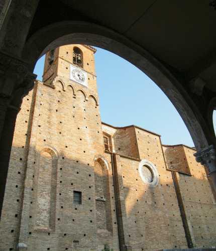 Chiesa di Sant'Antonio vista dai Portici - TERAMO - inserita il 07-Sep-09