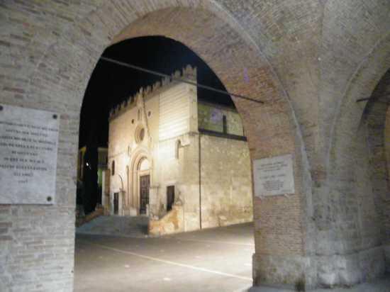 Cattedrale di San Berardo vista dai portici del Palazzo Civico - TERAMO - inserita il 02-Sep-09