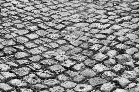 Tivoli Sanpietrini BIANCHI nel centro storico (5282 clic)