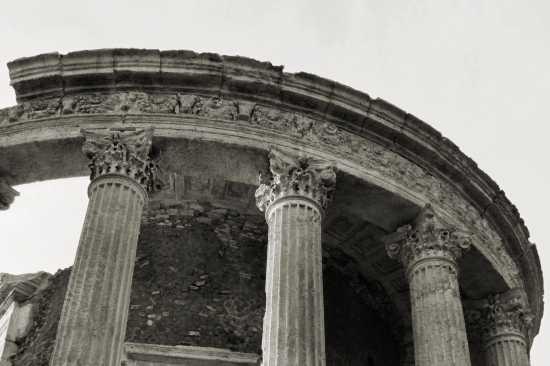 Tivoli Tempio di Vesta (2515 clic)