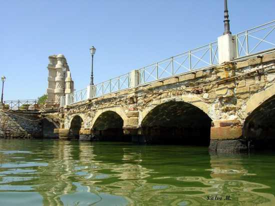 Il vecchio ponte ed il Rivellino - Augusta (4875 clic)