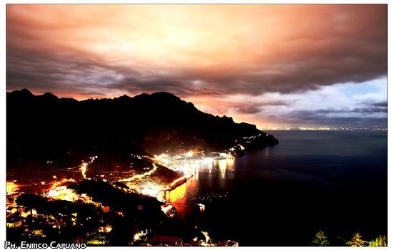 La costiera amalfitana è bella pure con la pioggia  (415 clic)