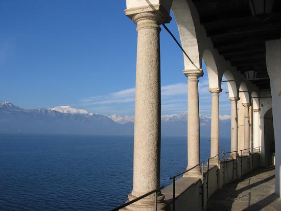 sul lago maggiore - Leggiuno (2530 clic)