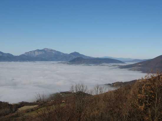 Sotto un mare di nebbia - Matelica (2726 clic)