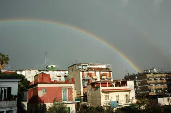Arcobaleno su Portici fotografato dal balcone di casa mia (1788 clic)
