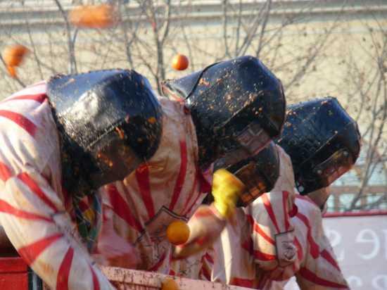 ivrea il Carnevale La Battaglia delle arance (2700 clic)