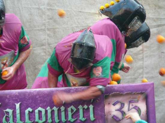 ivrea il Carnevale La Battaglia delle arance (2212 clic)
