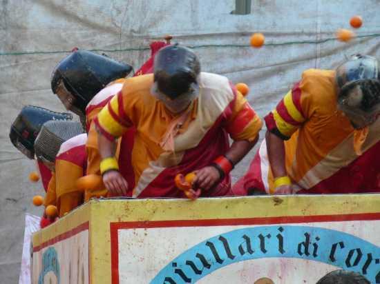 ivrea il Carnevale La Battaglia delle arance (2438 clic)