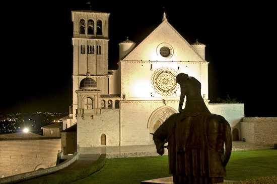 Piazza Basilica superiore S.Francesco - Assisi (2907 clic)