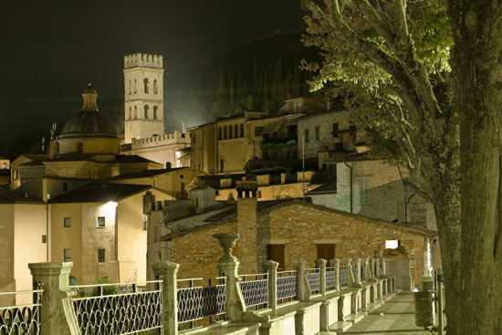 piazza S.Chiara  - Assisi (2706 clic)