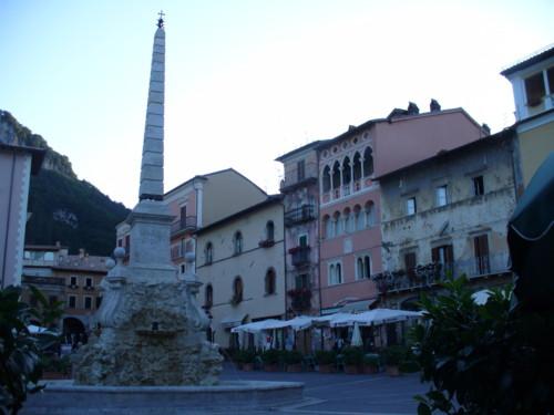 Piazza Obelisco - Tagliacozzo (2620 clic)