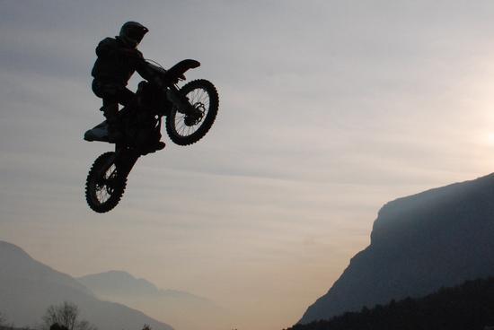 shiluette acrobatica - Pietramurata (2570 clic)