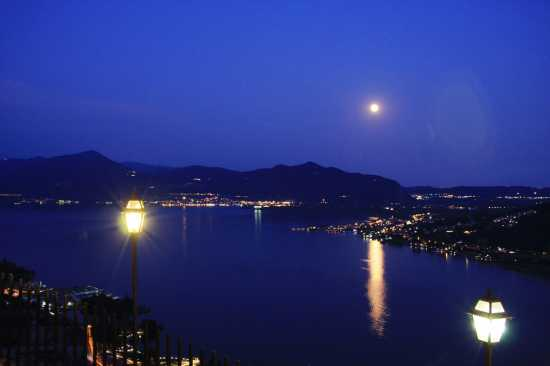 lago d'iseo by night Sarnico-la Forcella (3936 clic)