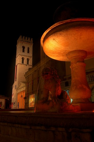 Piazza del Comune - Assisi (1786 clic)