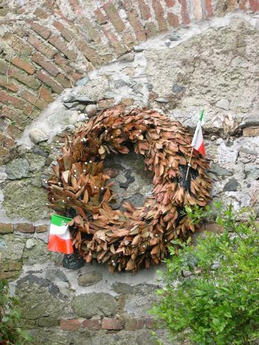 Corona di Alloro in memoria del Grande Torino - Ribera (2689 clic)
