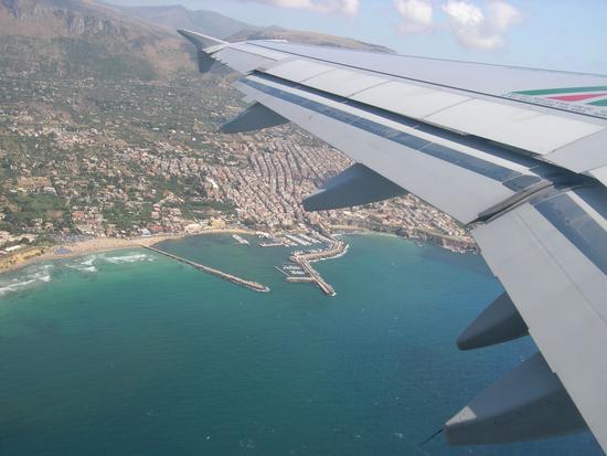 Città di Palermo  vista dall'aereo  (9182 clic)