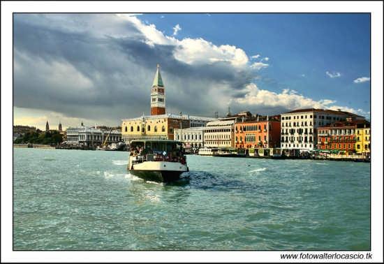 Traghetto in arrivo - Venezia (2296 clic)