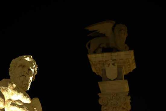 p.zza liberta' by night - Udine (2091 clic)