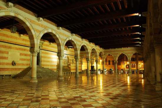 Loggia del Lionello - Udine (3958 clic)