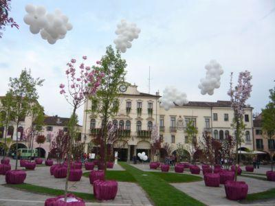 ESTE in Fiore 2010 Piazza Maggiore (3417 clic)