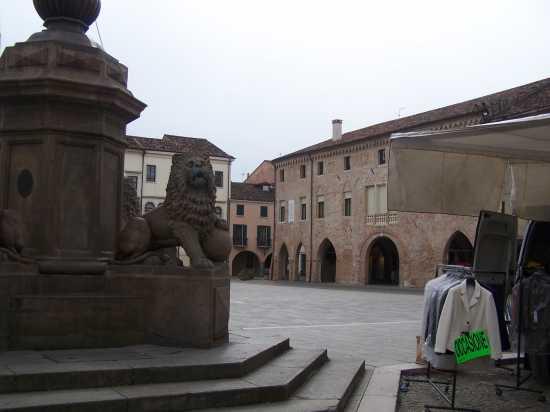 ESTE(Padova) Piazza maggiore Gabinetto di lettura (3333 clic)
