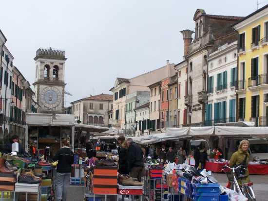 ESTE(Padova) al mercato di Este il sabato mattina (6111 clic)