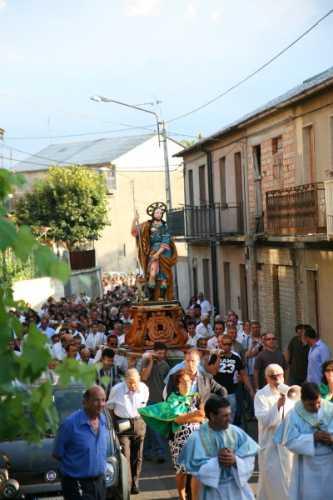 Festa di S. Rocco - Processione per le vie del paese - Simbario (4611 clic)