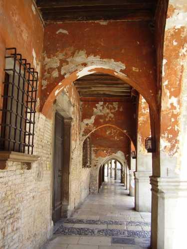 portici di via Martiri della Libertà  - Portogruaro (2902 clic)