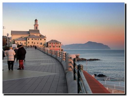 Sunset  in Corso Italia Genova (7163 clic)