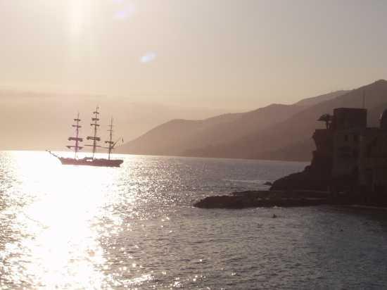 camogli tramonto con veliero (2698 clic)