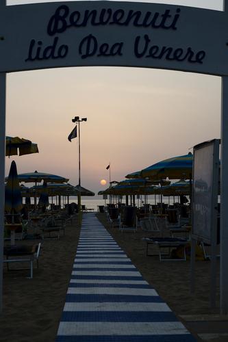 Alba di fine estate dal lido saraceni - stabilimento balneare dea venere - Ortona (3550 clic)