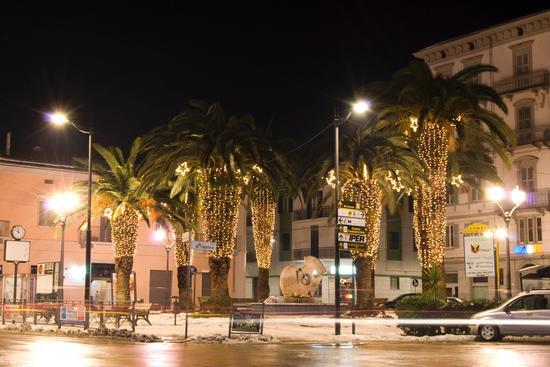 Piazza porta caldari illuminata a festa - ORTONA - inserita il 21-Dec-10
