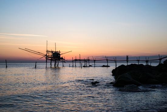 L'alba di un nuovo giorno al trabocco turchino... - Fossacesia (1250 clic)