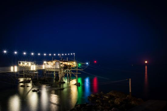 Moon, Trabocchi and Lights... - Fossacesia marina (1298 clic)