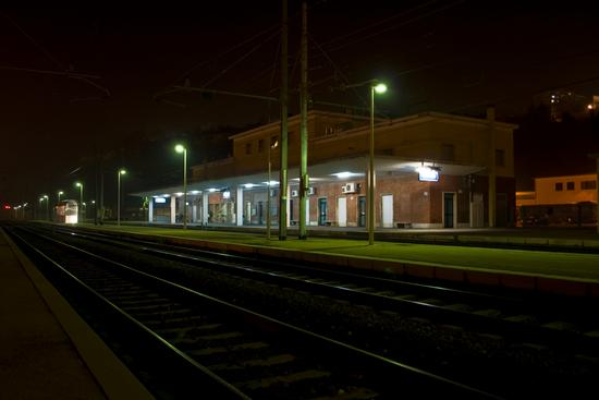 Stazione ferroviaria di Ortona di notte (3492 clic)